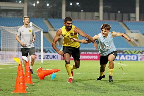 Cầu thủ Malaysia nỗ lực tập luyện cho vòng loại World Cup 2022 - Ảnh: Phan Tùng