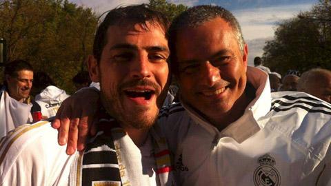 Gạt mâu thuẫn trong quá khứ, Mourinho ngợi khen trò cũ Casillas