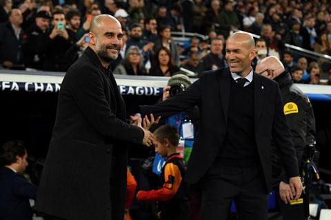 Không dễ để Guardiola (trái) có thể vượt qua Zidane trong trận tái đấu vào đêm mai