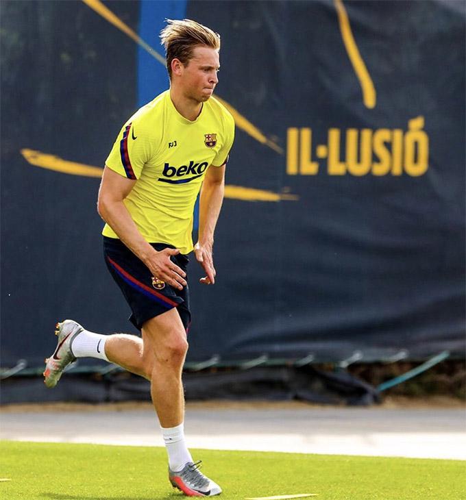 Tiền vệ De Jong đã trở lại tập luyện