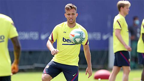 Arthur trở lại Barca trong hôm nay, đối mặt nguy cơ bị phạt