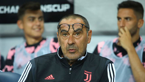 Juventus sa thải Sarri sau thất bại trước Lyon tại Champions League