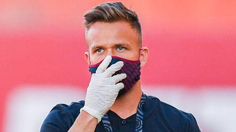 Hy hữu: Arthur tới sân Nou Camp nhưng bị... đuổi về