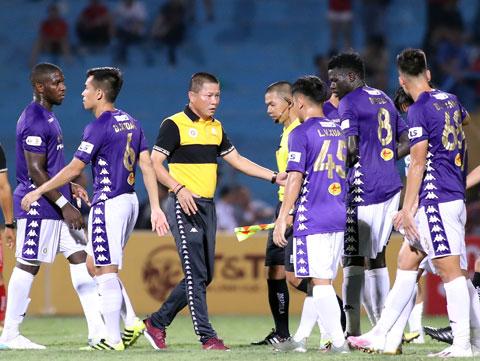 Cầu thủ Hà Nội vẫn đang được xả trại Ảnh: Phan Tùng