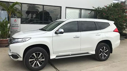 Đối thủ của Hyundai Santa Fe, Toyota Fortuner đẹp long lanh, giảm giá 'cực sốc' xuống còn hơn 700 triệu