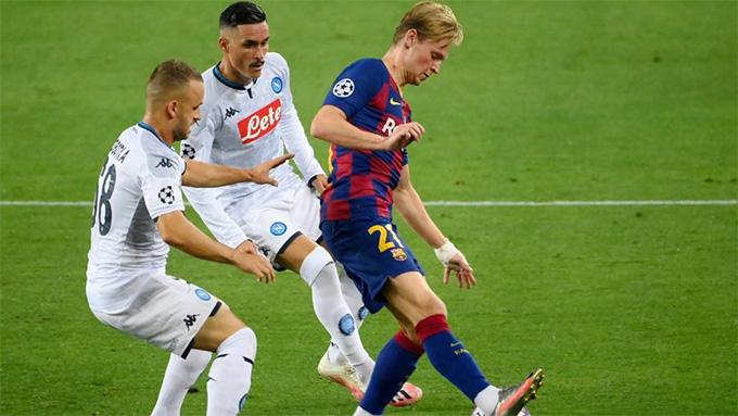 De Jong vừa chơi rất ấn tượng trước Napoli