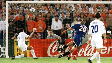 """Trước khi Atalanta để PSG ngược dòng, người Italia từng thua Pháp còn """"đau"""" hơn"""