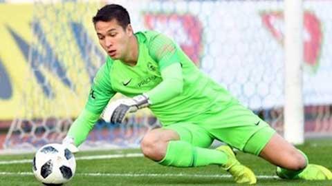 Lao ra khỏi khung thành bọc lót cho đồng đội, Filip Nguyễn khiến đội nhà thủng lưới