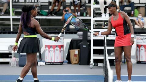 Serena Williams hạ gục cô chị Venus, giành tứ kết ở Lexington