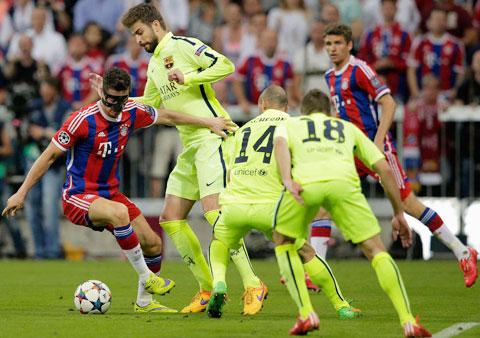 Bayern sẽ biết cách khai thác khoảng trống của Pique khi hậu vệ này thường xuyên bỏ vị trí