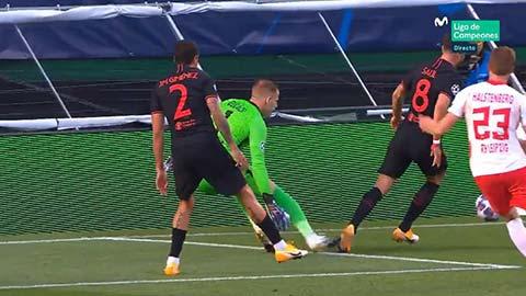 Tranh cãi: Atletico bị tước quả phạt đền ngay đầu trận?