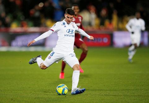 Houssem Aouar góp công rất lớn trong chiến tích để đời của Lyon tại Champions League 2019/20