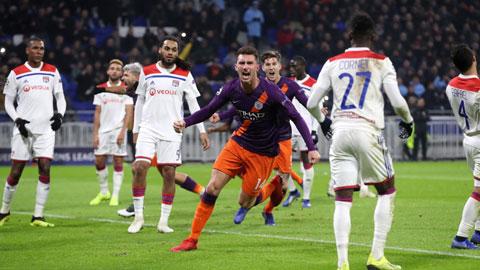 Man City (áo sẫm) sẽ lần đầu tiên đánh bại Lyon để tiến vào vòng bán kết Champions League mùa này