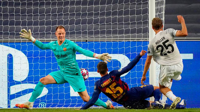 Messi, Suarez hết thời, Lewandowski rộng cửa giành Vua phá lưới