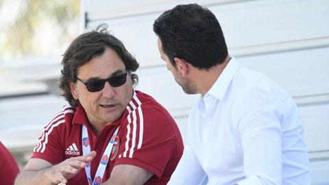Trưởng bộ phận bóng đá của Arsenal, Raul Sanllehi (trái) đã mất việc và GĐKT Edu (phải) cũng đang có nguy cơ ra đường