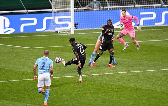 Cornet ghi bàn mở tỷ số cho Lyon