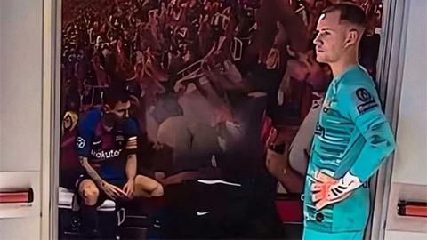 Lộ bức ảnh lột tả tâm trạng của Messi sau trận Barca thảm bại trước Bayern