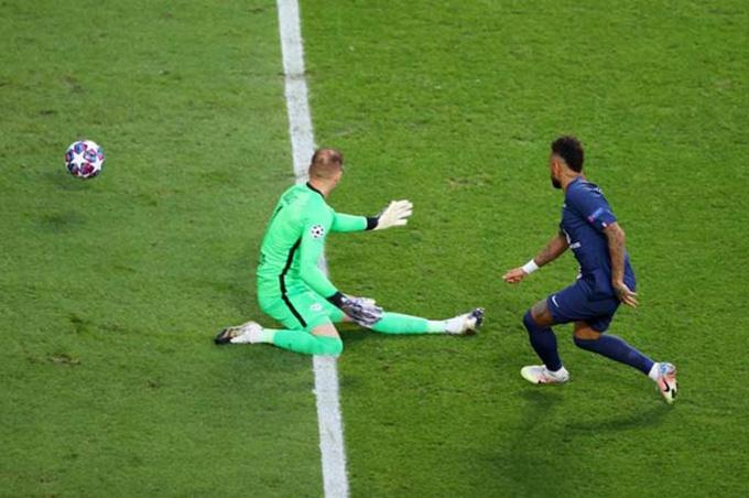 Neymar chỉ còn thiếu một chút may mắn để ghi bàn