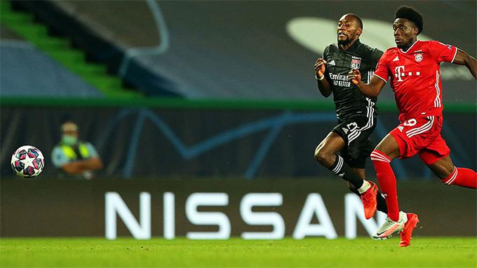 Tiền đạo của Lyon không thể đua sức với Davies