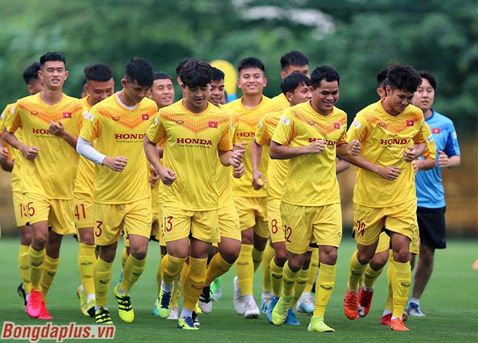 Trợ lý ông Park bắt cầu thủ U22 Việt Nam phải nghĩ khi có bóng