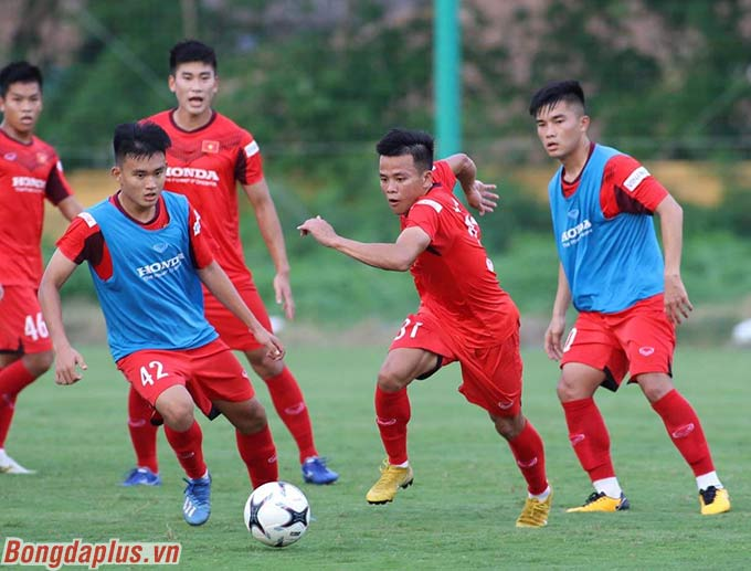 Cả trợ lý Lee Young Jin và Kim Han Yoon đều chia các đội mà mình phụ trách ra thi đấu đối kháng