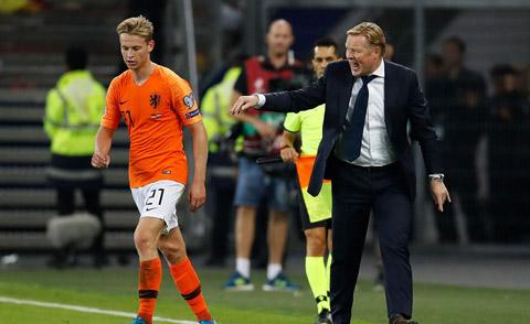 De Jong sẽ được HLV Koeman đưa về đá đúng vị trí sở trường