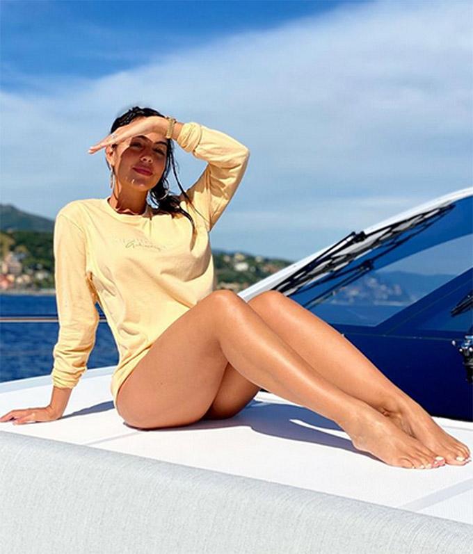 Người đẹp sinh năm 1994 này quen Ronaldo ở một cửa hàng bán đồ Gucci tại Madrid