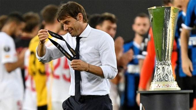HLV Conte đã 4 lần để thua ở chung kết cúp châu Âu