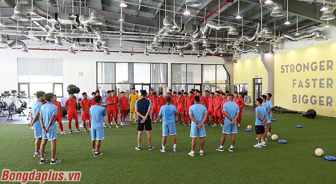 Sáng ngày 23/8, toàn đội U19 Việt Nam bước vào tập luyện tại phòng gym trung tâm PVF