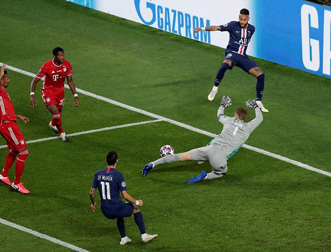 Neuer với kinh nghiệm và bản lĩnh đã không cho Neymar được ăn mừng