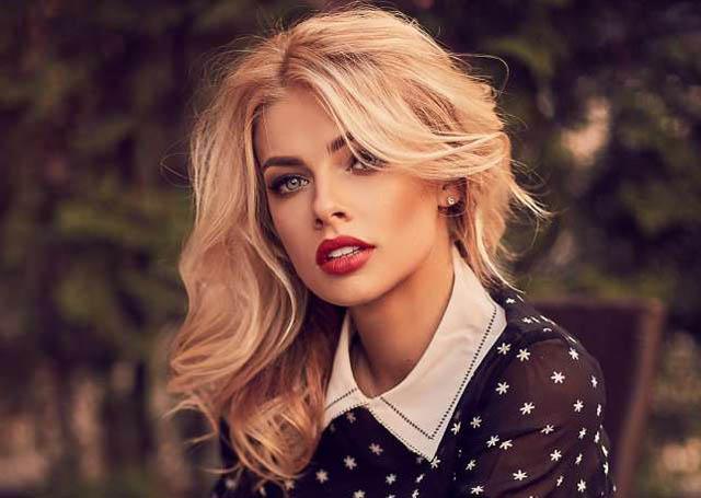 Vlada xinh đẹp và có kiến thức về bóng đá