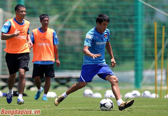 2 đội Ban huấn luyện có một trận đấu thoải mái sau thời gian làm việc, hỗ trợ, huấn luyện cho các cầu thủ trẻ