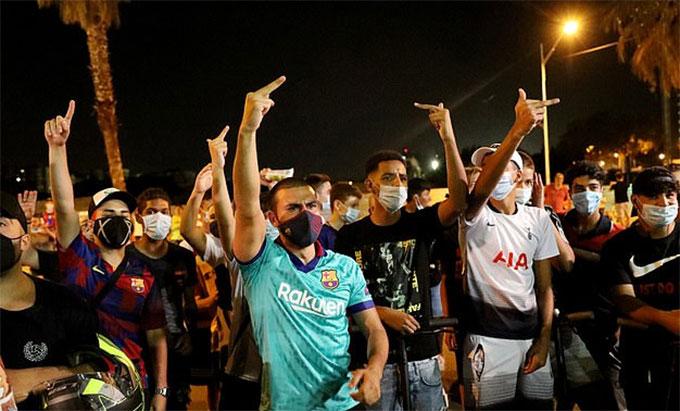 Culé biểu tình đòi 'đá đít' Bartomeu, Barca tiến hành họp khẩn
