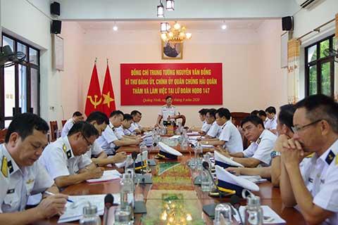Đồng chí Chính uỷ Hải quân kết luận buổi làm việc  với lãnh đạo,chỉ huy Lữ đoàn
