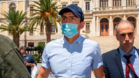 """Luật sư gọi Maguire là """"kẻ nát rượu hèn nhát"""" sau vụ bị cảnh sát Hy Lạp gô cổ"""