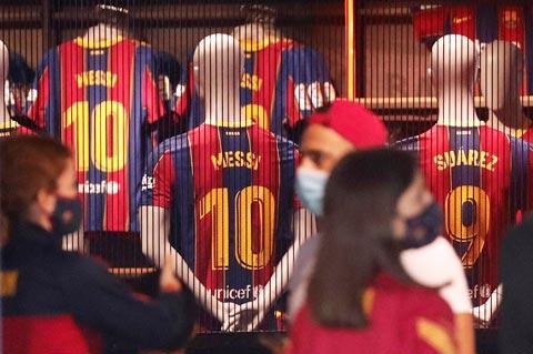 """Lionel Messi là một """"máy in tiền"""" của Barca"""