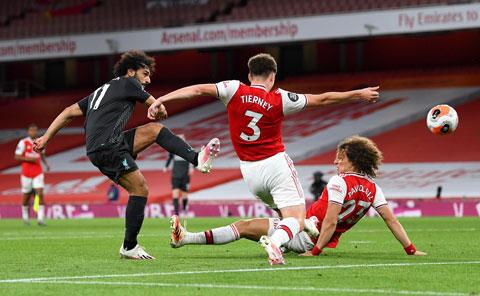 Salah (trái) và đồng đội sẽ đánh bại Arsenal để giúp Liverpool giành Siêu Cúp Anh sau 14 năm chờ đợi