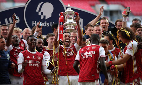 Các cầu thủ Arsenal cần phải chấp nhận thực tế việc phải giảm lương