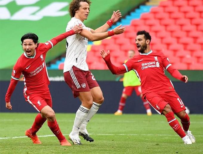 Fan Liverpool chê bai 'tội đồ' Neco Williams, tâng bốc Minamino