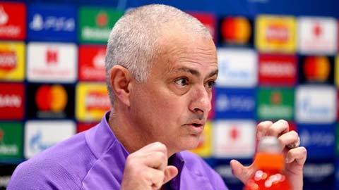 Mourinho nổi giận tắt TV & chửi thề khi bị xỏ xiên