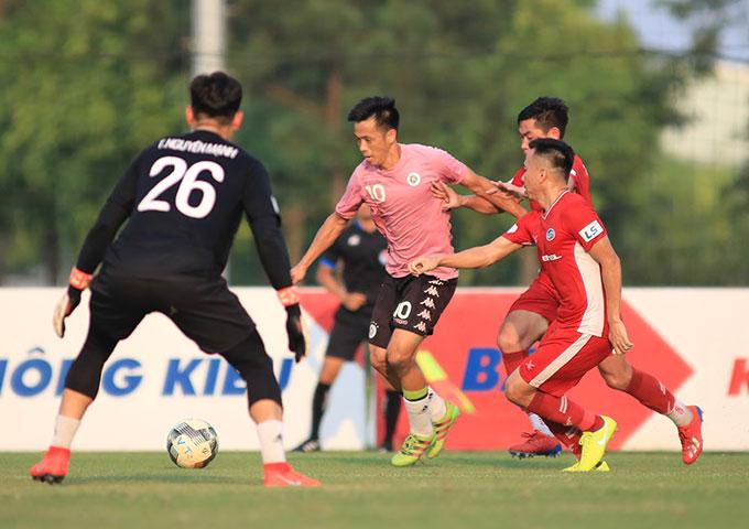 Đây là trận đấu mà Hà Nội FC sử dụng đội hình xuất phát toàn là nội bình. Ở trận tứ kết Cúp Quốc gia, do điều lệ giải yêu cầu đội V.League phải dùng nội binh khi gặp đội hạng Nhất (XSKT Cần Thơ) nên Hà Nội FC tập làm quen ngay từ hiện tại