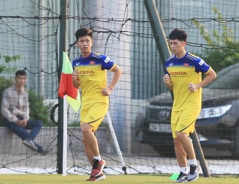 Văn Đức (trái) mất nguyên mùa giải 2019 vì chấn thương tái phát - Ảnh: Minh Tuấn