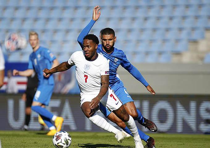 Sterling và các đồng đội đã có trận đấu khó khăn trước Iceland