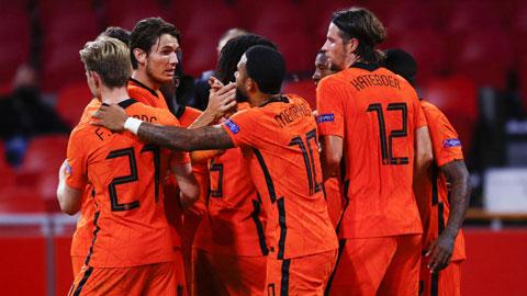 ĐT Hà Lan dưới sự dẫn dắt của HLV Lodeweges (ảnh chủ) đã vượt qua đối thủ mạnh Ba Lan ở trận đấu mới nhất