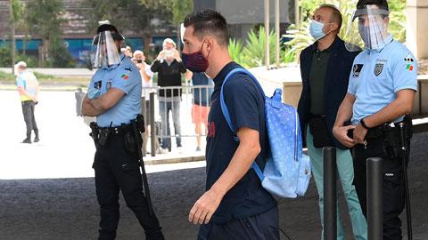 Messi ở lại làm Koeman khó xử