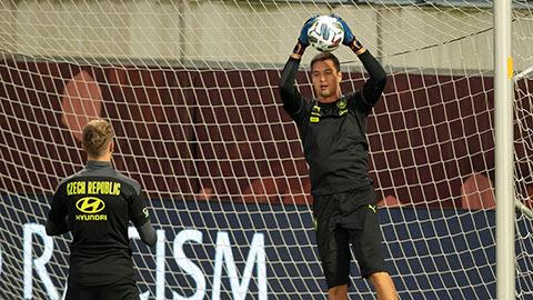 Filip Nguyễn rộng cửa bắt chính trận CH Czech gặp Scotland