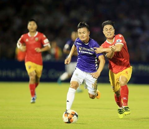 Quang Hải (trái) và đồng đội đã sẵn sàng bứt tốc ở giai đoạn 2 của V.League - Ảnh: Đức Cường