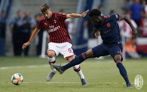 Daniel Maldini (trái) có dầy đủ phẩm chất để trở thành cầu thủ lớn như cha Paolo và ông nội Cesar