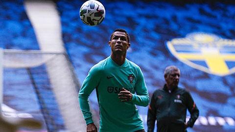 Ronaldo miệt mài tập luyện, sẵn sàng chinh phục cột mốc 100 bàn cho Bồ Đào Nha