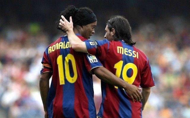 Ronaldinho là người đầu tiên dạy Messi về sức mạnh của bè cánh